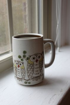 Super cute owl mug, perfect for your morning coffee! This mug is about 12 ounces and features 3 wide-eyed owls. Colors are cream and brown, with a brown stripe along the inside rim. I'm sure you know someone who loves owls and will totally love this mug! Owls Decor, Owl Mug, Vintage Owl, Cute Owl, Oslo, Caffeine, Pots, Goodies, Creatures