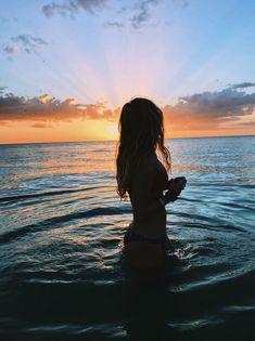 Silhouette on beach travelocity beach pictures, photography и beach photos. Photos Tumblr, Tumblr Summer Pictures, Beach Instagram Pictures, Cute Beach Pictures, Beach Sunset Pictures, Vacation Pictures, Pictures Of Girls, Hawaii Pictures, Best Instagram Photos