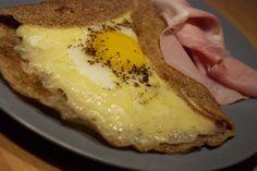 Galettes complét con uovo, gruviera e prosciutto
