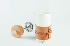 Siska  Siska is simply a French press coffee maker. Made for the ever so popular drink, with some ever so beautiful materials combined: porcelain, cork, wood and leather.