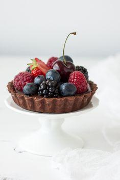 Chocolate mini tart with berries