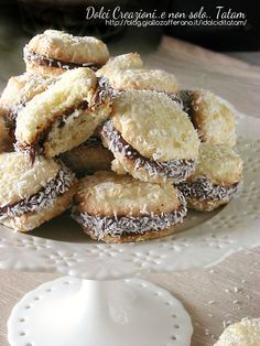 Coconut biscuits filled with nutella 4 on We Heart It Italian Cookie Recipes, Italian Cookies, Italian Desserts, Mini Desserts, Coconut Recipes, Baking Recipes, Dessert Recipes, Biscotti Cookies, Gourmet Cookies