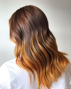 Being a natural redhead is fun, but if you can give your hair a little bit spin, why not? Go for a shade of auburn with yellow-orange balayage, and flaunt it with poise! Hair Color Auburn, Auburn Hair, Red Brown Hair, Dark Hair, Hair Color Shades, Hair Colors, Hair A, Your Hair, Natural Redhead