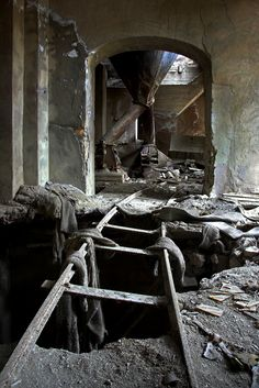 Abandoned mine - Abandoned Architecture - Big City Buildings - Modern and Historical Buildings - City Planning - Travel Photography Destinations - Amazing Ugly and Beautiful Places Abandoned Buildings, Abandoned Property, Abandoned Mansions, Old Buildings, Abandoned Places, Meas Vintage, Photowall Ideas, Scary, Creepy