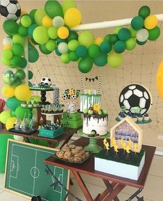 Green Party Decorations, Jungle Theme Decorations, Dinosaur Party Decorations, Hawaiian Party Decorations, First Birthday Decorations, Sports Themed Birthday Party, Soccer Birthday Parties, Safari Theme Party, Soccer Party