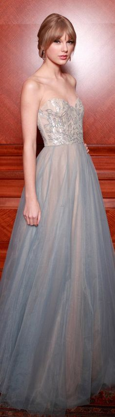 Taylor Swift in Reem Acra dress