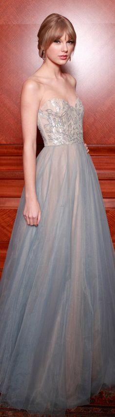 Taylor Swift in Reem Acra dress