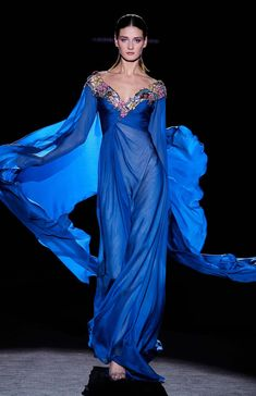 Vestido Hannibal Laguna - Colección Otoño - Invierno 2019 / 2020 Glamorous Dresses, Fabulous Dresses, Stunning Dresses, Beautiful Gowns, Elegant Dresses, Pretty Dresses, Blue Dresses, Fashion 2020, Look Fashion