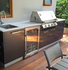 Smart ideas and expert tips on luxury kitchen layout to develop a superior product kitchenette at your residence. Outdoor Bbq Kitchen, Backyard Kitchen, Outdoor Kitchen Design, Rustic Kitchen, Outdoor Dining, Kitchen Decor, Outdoor Kitchens, Kitchen Ideas, Kitchen Storage