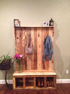 Pallet Furniture Projects pallet bench and closet project - The Beginner's Guide to Pallet Projects will teach you all about wood pallets and provide dozens of pallet project ideas you can use in your home. Pallet Crafts, Diy Pallet Projects, Home Projects, Entryway Bench Storage, Bench With Storage, Entry Bench, Storage Rack, Shoe Storage, Coat Rack With Bench