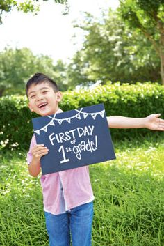 Capture this special moment in time with chalkboard sign for the first day of school. Or other chalkboard signs. Back To School Pictures, Diy Back To School, 1st Day Of School, School Photos, School Days, School Stuff, School Memories, Law School, School Lunch