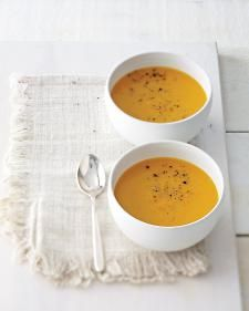 Detox Cred: Soup is a smart liquid-meal option that's also less taxing on your digestive system. Fibrous squash makes this velvety, slightly sweet option satiating. Plus, research shows antioxidant-dense turmeric may boost the liver's ability to remove chemicals.
