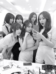 Insertado Kpop Girl Groups, Korean Girl Groups, Kpop Girls, Gfriend Yuju, Gfriend Sowon, Selca, Korean Best Friends, Cloud Dancer, Korean Couple