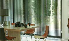 jaluzele verticale aluminiu nu numai că blochează lumina solară, ci şi reduc costurile facturilor la utilităţi.