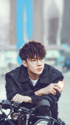 Exo, sehun, oh se hun, glasses Baekhyun Chanyeol, Park Chanyeol, Sehun Vivi, Kpop Exo, K Pop, Luhan And Kris, Kdrama, Exo Lockscreen, Kim Minseok