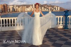 Wedding dress Alexis by Kaya Nova. Wedding dress with a double silhouette effect. Fitted mermaid dress with shimmering lace. The upper sheer net skirt harmoniously completes the look. European Wedding, Dress Collection, Wedding Styles, Designer Dresses, Nice Dresses, Wedding Gowns, Mermaid, Silhouette, Bride