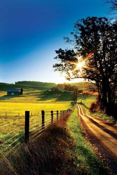 Country Living ~ country road, take me home. Country Life, Country Girls, Country Living, Country Roads, Country Houses, Country Music, Country Farmhouse, House In The Country, Farmhouse Ideas