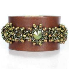 Juwelina - Lederarmband in Braun mit Swarovski kristallen in Grün Metallic