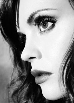 Christina Ricci - striking ... Perfect make up.