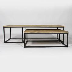 Table basse industrielle gigogne en bois et métal. Tendance avec ses formes épurées et géométriques.