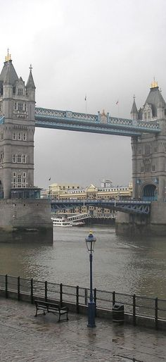 The Tower Bridge, London.-