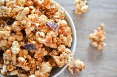 Bacon Caramel Popcorn: sweet, salty and delicious!