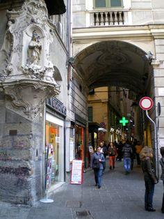 Genova - L'archivolto delle Cinque Lampadi - (foto di Antonio Figari)