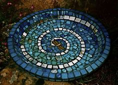 Mosaic Birdbath By Jane Kelly Jk Mosaics Www Janekellymosaics Com ~ mosaik-vogelbad von jane kelly jk mosaiken www janekellymosaics com ~ ~ mosaic patterns Butterfly. mosaic patterns Black And White Mosaic Birdbath, Mosaic Garden Art, Mosaic Tile Art, Mosaic Pots, Mosaic Birds, Mosaic Artwork, Mosaic Crafts, Mosaic Projects, Stone Mosaic