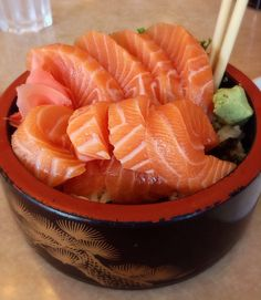 """"""" Salmon Don """" the style putting fresh raw salmon on the rice. Sushi with a twist Sushi Recipes, Asian Recipes, Cooking Recipes, Healthy Recipes, Ethnic Recipes, I Love Food, Good Food, Yummy Food, Tasty"""