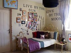 Teen room - Wall quotes and collages.