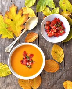Pumpkin soup with tomato topping - Suppe Pumpkin Soup, Thai Red Curry, Easy Meals, Easy Recipes, Salsa, Food And Drink, Veggies, Mexican, Ethnic Recipes