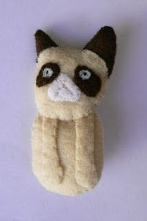 Grumpy Cat Brooch - Believe it or not, this sewn accessory is sure to put a smile on your face. You only need felt and a brooch pin to get started. #grumpycat