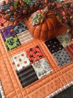 Sewing Quilts Carried Away Quilting: Free tutorial for Halloween Mini Quilt using Spooky Delight (Moda). - Carried Away Quilting sews a Coffee Time Quilt in Spooky Delight Halloween fabric (Moda) from Lou Lou's Fabric Shop. Halloween Sewing, Fall Sewing, Halloween Quilts, Halloween Fabric, Halloween Crafts, Halloween Placemats, Halloween Signs, Halloween Halloween, Vintage Halloween