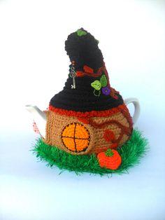 Crochet Fairy, Crochet Home, Cup Cozies, Crochet Pumpkin, Witch Decor, Cute House, Halloween Crochet, Tea Cozy, Teapot