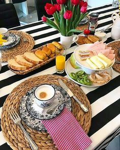 Breakfast table setting ideas 20 Ideas Steal good table setting and tablescape ideas for Breakfast Table Decor, Breakfast And Brunch, Breakfast Pancakes, Breakfast Bake, Breakfast Burritos, Breakfast Bowls, Breakfast Ideas, Breakfast Casserole, Brunch Mesa