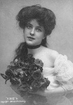 """Evelyn Nesbit photographed by Sarony, 1901"""