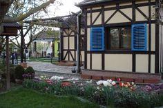 O poveste despre cum se poate transforma fatada unei case vechi si anoste intr-o casa cu un aer sic. Detalii pe BricoHub.ro