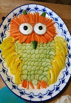 Vegetable platter for children – Gesunde Snacks für Kinder – Obst Veggie Platters, Veggie Tray, Food Garnishes, Snacks Für Party, Finger Food Appetizers, Food Decoration, Food Crafts, Food Humor, Cute Food