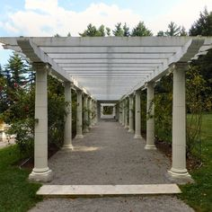 Yaddo Gardens Saratoga Springs, is where New Yorkers can go to finally understand the true meaning of peace. Part of an artists' community that's situated on a 400-acre estate dating back to 1900