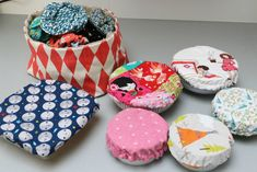 Petits cadeaux pour Noël: des charlottes de cuisine! ultra simple et ultra pratique. - Little Clary Baby Box, Creation Couture, Upcycle, Diy Crafts, Homemade, Sewing, Knitting, Comme, Scrappy Quilts