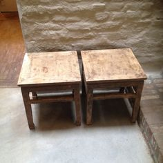 2 identhieke tafeltjes bijzettafel salontafel kruk vergrijsd hout landelijk