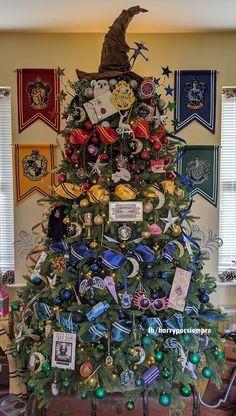 Harry Potter Christmas Decorations, Harry Potter Ornaments, Harry Potter Christmas Tree, Hogwarts Christmas, Harry Potter Halloween, Harry Potter Birthday, Halloween Decorations, Deco Noel Harry Potter, Cumpleaños Harry Potter
