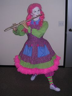 here I am with my whole clown costume, it's gonna be so much fun but so hot with three layers of clothing and a thick make-up layer in 35 degree weather! Clown Pics, Cute Clown, Clown Face Paint, Clown Suit, Female Clown, Pantomime, Clowns, Flute, Harajuku