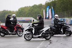 Has visto la nueva Yamaha Tricity ABSHas visto la nueva Yamaha Tricity ABS  El exclusivo scooter de tres ruedas de Yamaha llega ahora en versión ABS. Dispone de dos versiones del scooter de 125 cc que ha revolucionado el mercado. La Yamaha Tricity tiene todas las ventajas de un scooter convencional además de la sensación de seguridad, confianza y estabilidad que aportan sus dos ruedas delanteras.