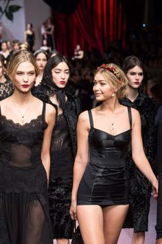 Karlie Kloss and Gigi Hadid - Finale at Dolce & Gabbana Fall 2015 | MFW.