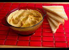 「ベジタリアン向け、オメガ3脂肪酸が多い食べ物8選」  フムス フムスは、ゆでたヒヨコマメに、ニンニク、練り胡麻、オリーブオイル、レモン汁などを加えてすりつぶし、塩で調味したペースト状の中東料理。