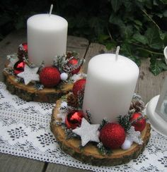 Christmas Candle Decorations, Christmas Crafts For Gifts, Christmas Candles, Christmas Mood, Simple Christmas, Christmas Wreaths, Christmas Ornaments, Deco Table Noel, Theme Noel