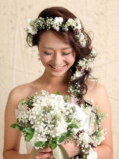 かすみ草と紫陽花とブルーベリーのウェディングヘア Wedding Photoshoot, Flower Crown, Flower Girl Dresses, Wedding Dresses, Photo Shoot, Hair Dos, Mariage, Flower Headdress, Bride Dresses