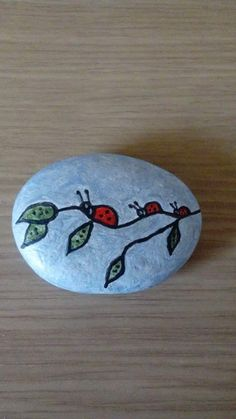 bugs on branch rock Rock Design, Cool Paintings, Rock Crafts, Rock Painting, Painted Rocks, Ladybug, Bugs, Crafts For Kids, Painted Stones