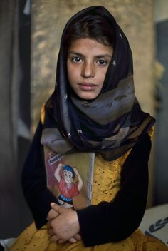 Afghanistan in Photos - stevemccurrystudios:   Few Afghan families have...